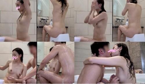FC2-PPV 2089958 #70のの 日本トップクラスの透明感。美しすぎる裸の彼女とヌルヌルローションセックスで中出し!!特典すっぴんフェラ抜き映像付き